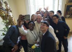 30/07/16 : JMJ, François et des jeunes à l'archevêché de Cracovie