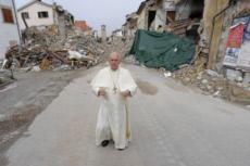 04/10/16 : Visite du pape François à Amatrice, Italie.