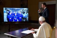 26/10/17 : Le pape François s'entretient avec les astronautes de l'ISS.