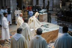 14/01/18 : Consécration du nouvel autel de la basilique Saint-Denis.