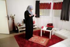 Illustration islam : prière à la maison